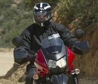 La única imagen disponible de Adam Wolf, con casco y gafas de sol.