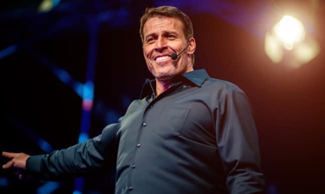 Cómo sufrir menos y controlar tus emociones, según Tony Robbins. -  Negocios1000